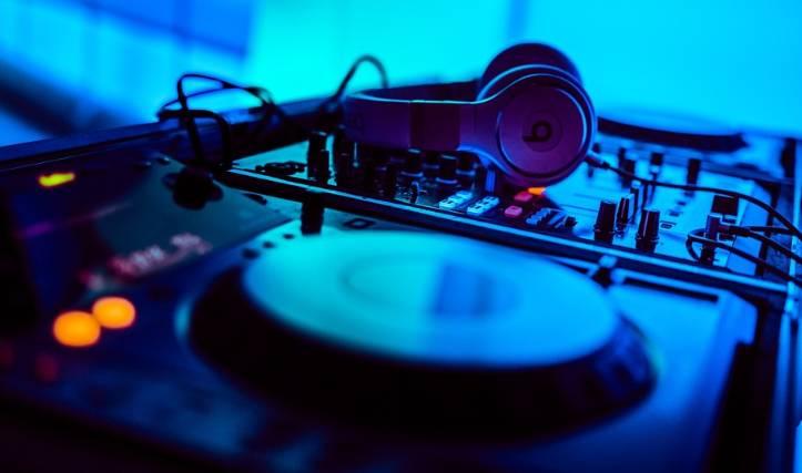 Impreza z DJem