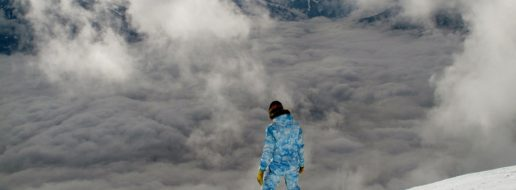 snowboard w chmurach